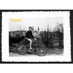 Fiú Csepel kerékpárral, Budapest, Feneketlen-tó, jármű, közlekedés, 1950-es évek, Eredeti fotó, papírkép.