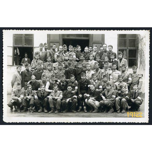 Jolsva, Felvidék, munkaszolgálatosok katonasapkában karszalaggal, 1944, 1940-es évek, Eredeti fotó, papírkép.