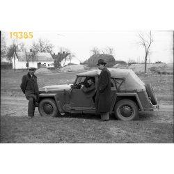 Skoda Colonial kabrió autó kalapos férfival, jármű, közlekedés, gépkocsi, 1950-es évek, Eredeti fotó negatív.