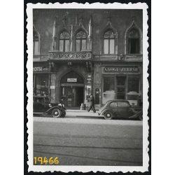 Kassa, Felvidék, Vitéz-ház, autó, jármű, közlekedés, utcakép, városkép, 1940-es évek, Eredeti fotó, papírkép.