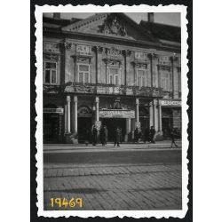 Kassa, Felvidék, Városháza, Fő utca 63, utcakép, városkép, 1940-es évek, Eredeti fotó, papírkép.