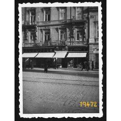 Kassa, Felvidék, Fő utca 75, kirakatok, utcakép, városkép, 1940-es évek, Eredeti fotó, papírkép.