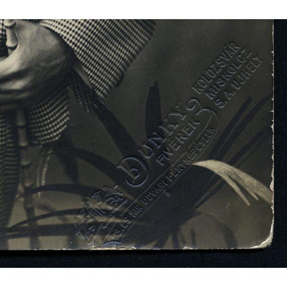 Dunky fivérek műterem, elegáns fiú kockás öltönyben, divat, kalap, sétapálca, Magyarország, 1900-as évek, Eredeti fotó, papírkép.