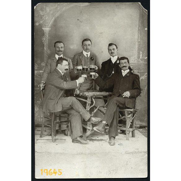Bakar, Horvátország, vidám férfiak söröznek, 1910, 1910-es évek, Eredeti fotó, papírkép, sarka sérült.