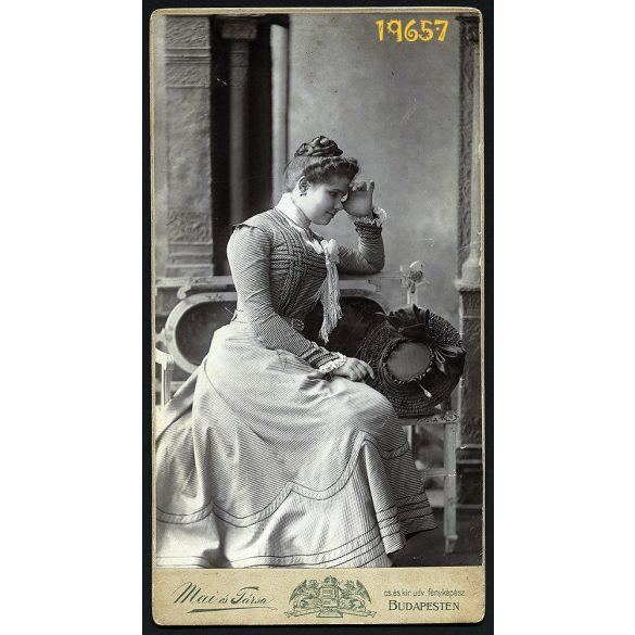 Mai műterem, elegáns hölgy kalappal,  Budapest, portré, 1903, 1900-as évek, Eredeti nagyméretű kabinet fotó.