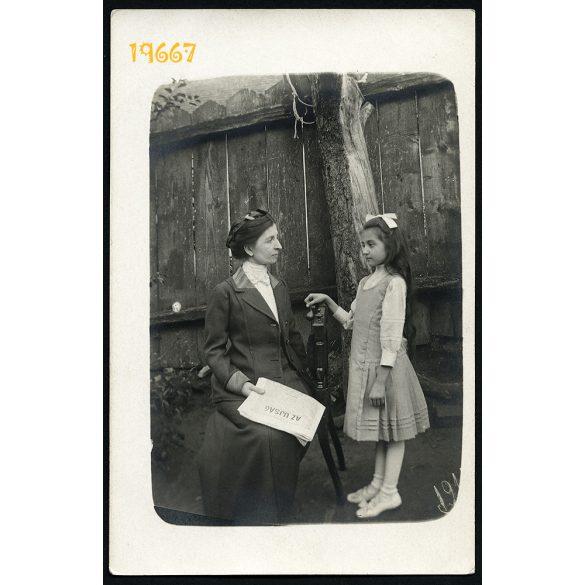 Anya lányával, 'Az Ujság' napilap, sajtótörténet, média, Magyarország,  1910-es évek, Eredeti fotó, papírkép.
