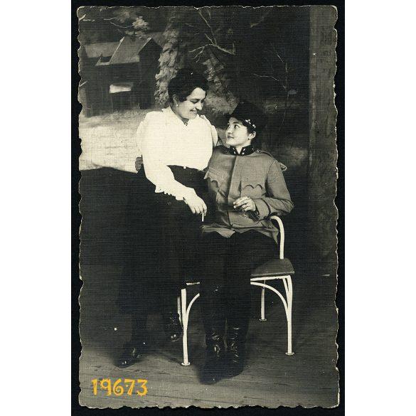 Jászkisér, lány katonai egyenruhában, cigarettával, különös, 1917, 1910-es évek, Eredeti fotó, papírkép.