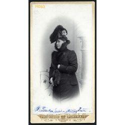 Ruszoszdorfer műterem, Gyergyószentmiklós, Erdély, elegáns hölgy különös kalapban, portré, 1890-es évek, Eredeti nagyobb méretű kabinet fotó.