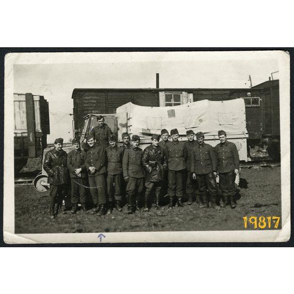 Magyar katonák Rába Botond teherautóval, 2. világháború, Kleck, Szovjetunió, vasút, jármű, 1944, 1940-es évek, Eredeti fotó, papírkép.