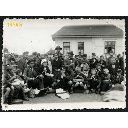 Semjénháza, cserkészek, iskolások falatoznak az állomáson (?) 1935, 1930-as évek, Eredeti fotó, papírkép.