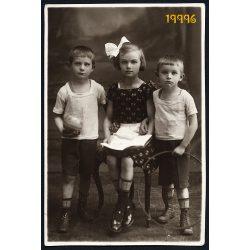 Gasché műterem, testvérek játékokkal, karika, labda, masni, Budapest, 1920-as évek, Eredeti fotó, papírkép.