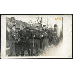 'Kenyérmezői tábori őrség'. Katonák fegyverrel, egyenruhában Esztergom-kertvárosban, 1930-as évek, Eredeti fotó, papírkép.