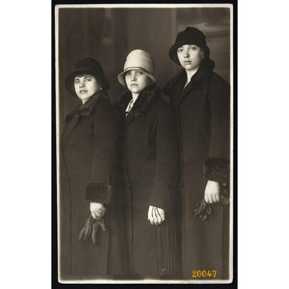 Rasem műterem, Budapest, elegáns hölgyek kalapban, kesztyűvel, 1920-as évek, Eredeti fotó, papírkép.