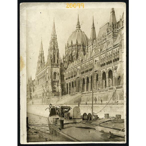 Hajó a Dunán, Budapest, Országház, Parlament, rakpart, jármű közlekedés, 1920-as évek, Eredeti fotó, papírkép.
