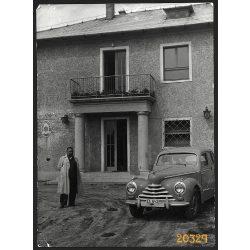 Skoda Tudor, Mesterséges Termékenyítő Állomás, Budapest, jármű közlekedés, 1950-es évek. Eredeti nagyobb méretű fotó, papírkép, sarkain gyűrődések.