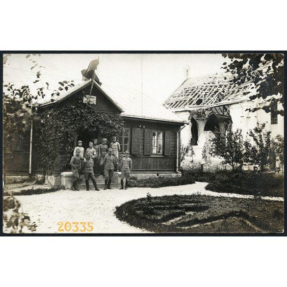 Magyar katonák Ukrajnában, 1. Vh, romos templom, keleti front,  1916, 1910-es évek, Eredeti fotó, papírkép.