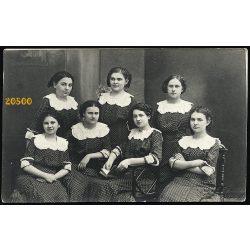 Stefánia műterem, Pozsony, Felvidék, lányok pöttyös ruhában, copf, 1910-es évek, Eredeti fotó, papírkép.