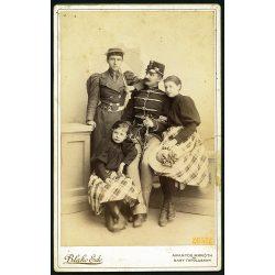 Blaho műterem, Aranyosmarót, Felvidék, család, katonai egyenruha, kard, napernyő 1895, 1890-es évek, Eredeti nagyobb méretű kabinet fotó, keresztbe törésnyom.