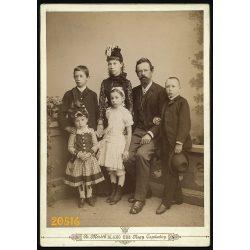 Nagy méret! dr. Maróth Blahó műterem, Nagytapolcsány, Felvidék, család gyerekekkel, 1880-as évek, Eredeti kabinet fotó.