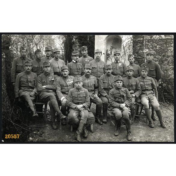 Schaffer Ármin fényképész, magyar katonák érdemrendekkel, 1. Világháború, egyenruha,  Budapest, 1910-es évek, Eredeti fotó, papírkép.