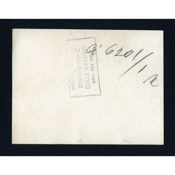 Zinner Erzsébet jelzett fotója, Magyar Foto,  gyerekkórház, ápoló, 1940-es évek, Eredeti fotó, papírkép.