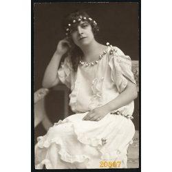 Liederhoffer műterem, elegáns hölgy különös ruhában, Budapest, portré, 1923, 1920-as évek, Eredeti fotó, papírkép.