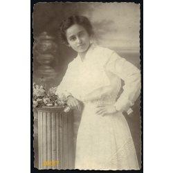 Győri és Boros műterem, Kassa, Felvidék, csinos lány virágcsokorral, 1916, 1910-es évek, Eredeti fotó, papírkép.