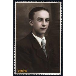 Rácz Imréné műterme, Kiskundorozsma, fiú portréja, 1930-as évek, Eredeti kézzel színezett fotó, papírkép.