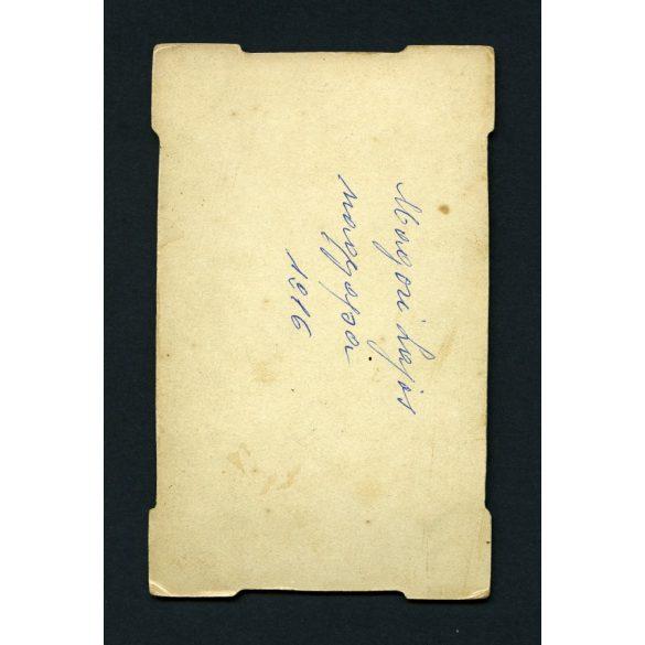 Bogdán műterem, Kézdivásárhely, Erdély, elegáns férfi bajusszal, 1890-es évek, Eredeti CDV, egyedi formájú vizitkártya fotó.