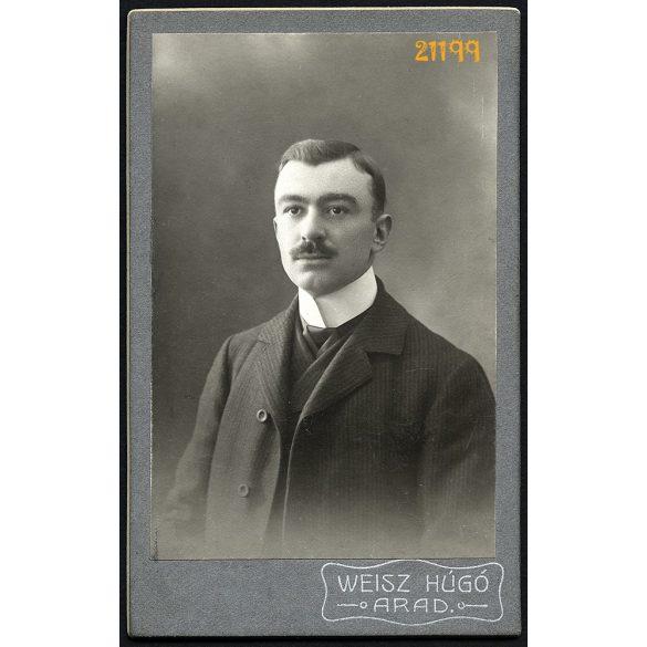 Weisz műterem, Arad, Erdély, elegáns férfi bajusszal, 1908, 1900-as évek, Eredeti CDV, vizitkártya fotó.