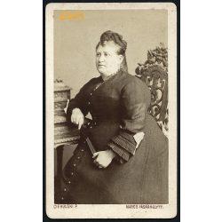 Ciehulski műterem, Marosvásárhely, Erdély, elegáns hölgy legyezővel, 1860-as évek, Eredeti CDV, vizitkártya fotó.