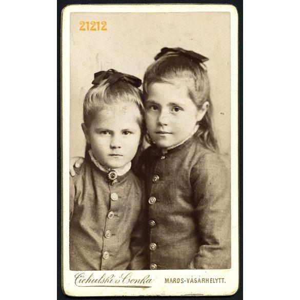 Ciehulski és Csonka műterem, Marosvásárhely, Erdély, Fekete Irén és Emma, lányok portréja, testvérek, 1886, 1880-as évek, Eredeti CDV, vizitkártya fotó.