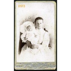 Ambrus műterem, Brassó, Erdély, fiatal anya gyermekével, 'Lolo Buba', verso 3 nyelven, 1903, 1900-as évek, Eredeti CDV, vizitkártya fotó.