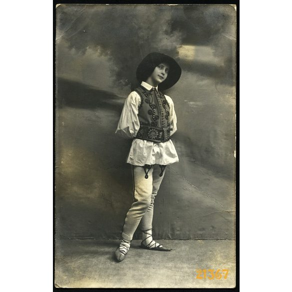 Lány székelyharisnyában, Erdély, népviselet, 1913, 1910-es évek, Eredeti fotó, papírkép.