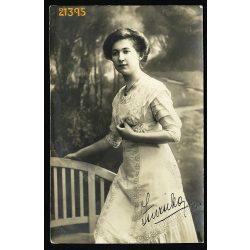 Dunky fivérek műterem, Kolozsvár, Erdély, elegáns hölgy portréja, festett háttér, 1910, 1910-es évek, Eredeti fotó, papírkép.
