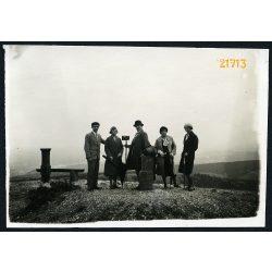 Hármashatár-hegy, elegáns urak és hölgyek fényképezőgéppel, kirándulás,Budapest, 1930-as évek, Eredeti fotó, papírkép.