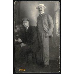 Kiss műterem, apa fiával, kalap, bajusz, Budapest, 1915, 1910-es évek, Eredeti fotó, papírkép.