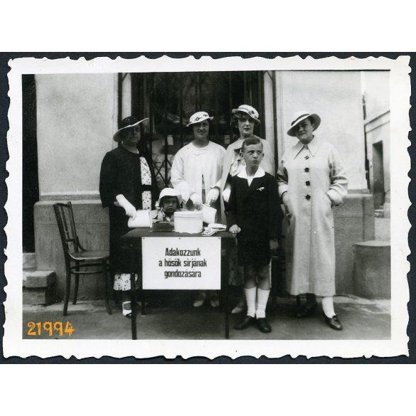 Baja, adománygyűjtés katonasírok gondozására, Békei-féle fotó műhely, elegáns hölgyek kalapban, 1930-as évek, Eredeti fotó, papírkép.