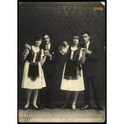 Jászberény, fiatal párok népi-nemzeti viseletben, 1926, 1920-as évek, Eredeti fotó, papírkép.