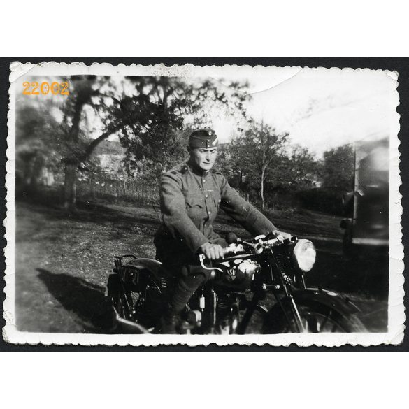 Katona NSU motorkerékpáron, jármű, motor, közlekedés, egyenruha, árnyék, 1930-as évek, Eredeti fotó, papírkép.