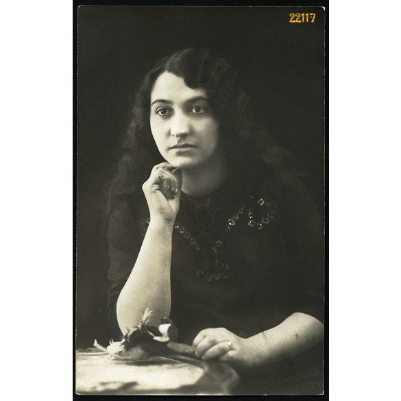 """""""Meteor"""" műterem, Pöstyén, Felvidék, elegáns nő gyönyörű hajjal, portré, 1911, 1910-es évek, Eredeti fotó, papírkép."""
