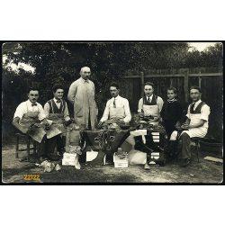 Palma reklám, cipészek, cipőkészítő manufaktúra, mesterek kötényben, Magyarország, 1920-as évek, Eredeti fotó, papírkép.