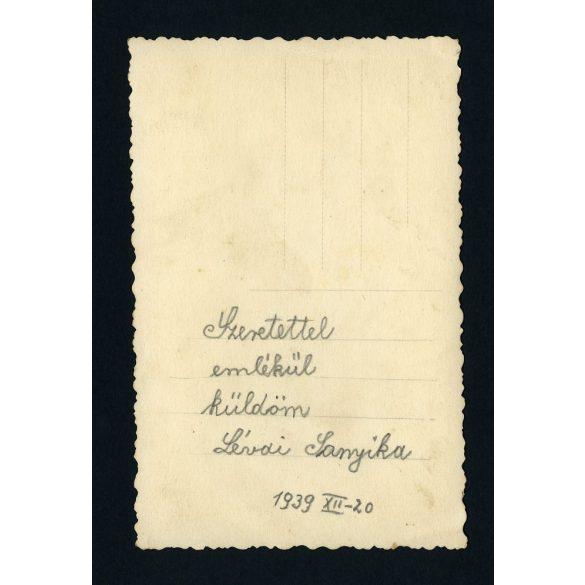 Aranka műterem, Szolnok, 'Lévai Sanyika', kisfiú rövidnadrágban, karikával, játék, 1939, 1930-as évek, Eredeti fotó, papírkép.