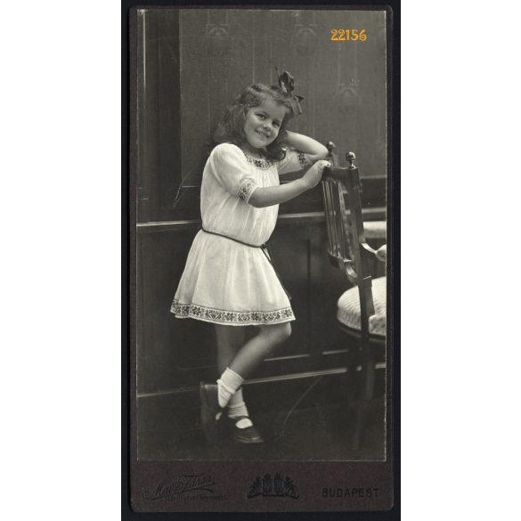 Mai műterem, Szmrecsányi Vera, elegáns kislány masnival, Budapest, portré, 1911, 1910-es évek, Eredeti kabinet fotó.