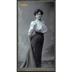 Klapok műterem, Pécs, elegáns hölgy portréja, 1900-as évek, Eredeti nagyobb méretű kabinet fotó, alja vágott.