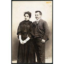 Friedery műterem, Győr, elegáns házaspár portréja, bajusz, 1890-es évek, Eredeti fotó, papírkép.