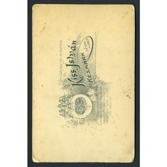 Kiss műterem, Késmárk, Felvidék, csinos lány cigány (?) kosztümben, táncos, különös háttér, 1880-as évek, Eredeti kabinet fotó.