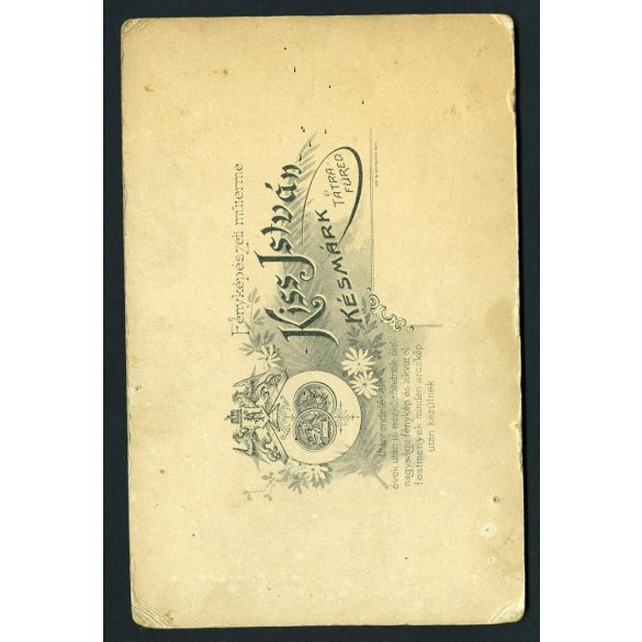 Kiss műterem, Késmárk, Felvidék, elegáns úr magyaros télikabátban, bajusz, kalap, különös háttér, portré, 1880-as évek, Eredeti kabinet fotó.