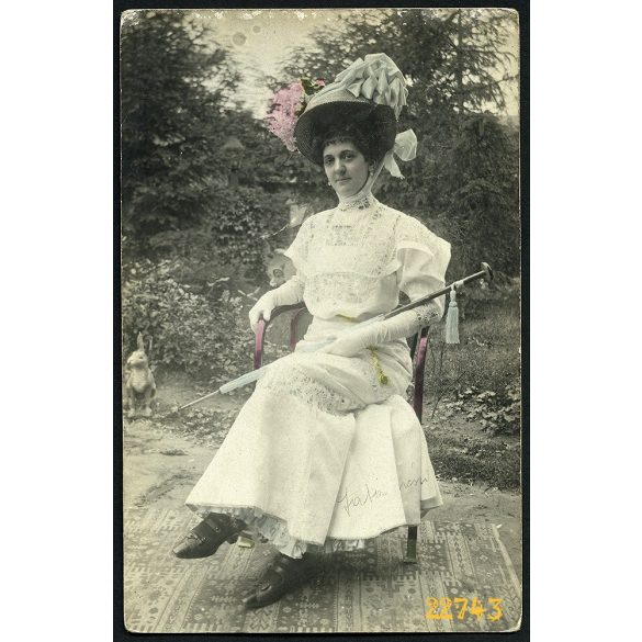 Elegáns hölgy hatalmas kalapban, napernyővel, Kótaj, Nyírség, 1910, 1910-es évek, Eredeti fotó, kézzel színezett, papírkép.
