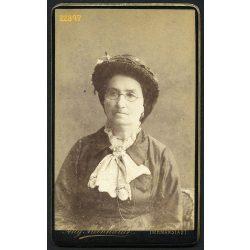Meinhardt műterem, Hermanstadt, Nagyszeben,  Erdély, idős hölgy portréja, kalap, szemüveg, 1870-es évek, Eredeti CDV, vizitkártya fotó.